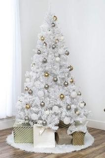 Brad alb cu decoratiuni gold